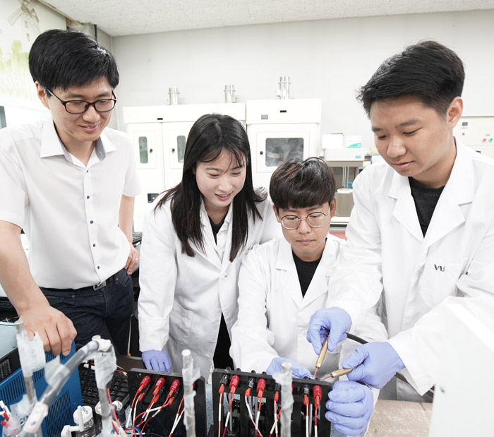 First in the world to develop energy storing mechanism of two-dimensional graphene/phosphorene